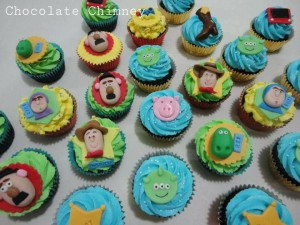 Toy Story cupcakes featuring the main characters
